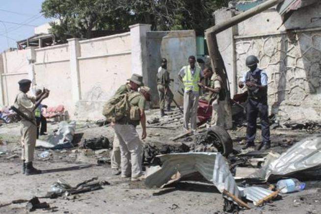 Somalia: autobomba al porto, almeno otto morti