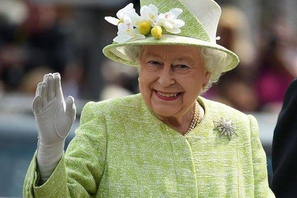 Timori per la regina Elisabetta II: assente anche a Messa Capodanno