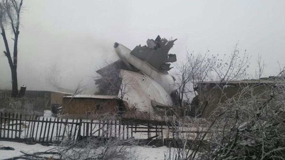 Cargo turco si schianta su centro abitato in Kirghizstan, molte vittime