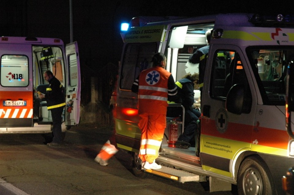 Ostia, scontro tra ambulanza e auto: muore la paziente