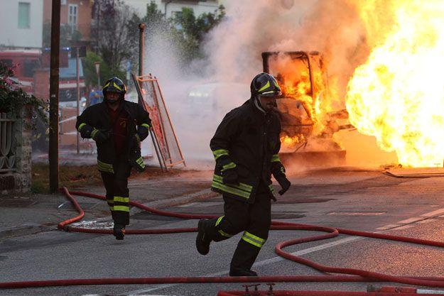 Napoli, esplosione in piscina: