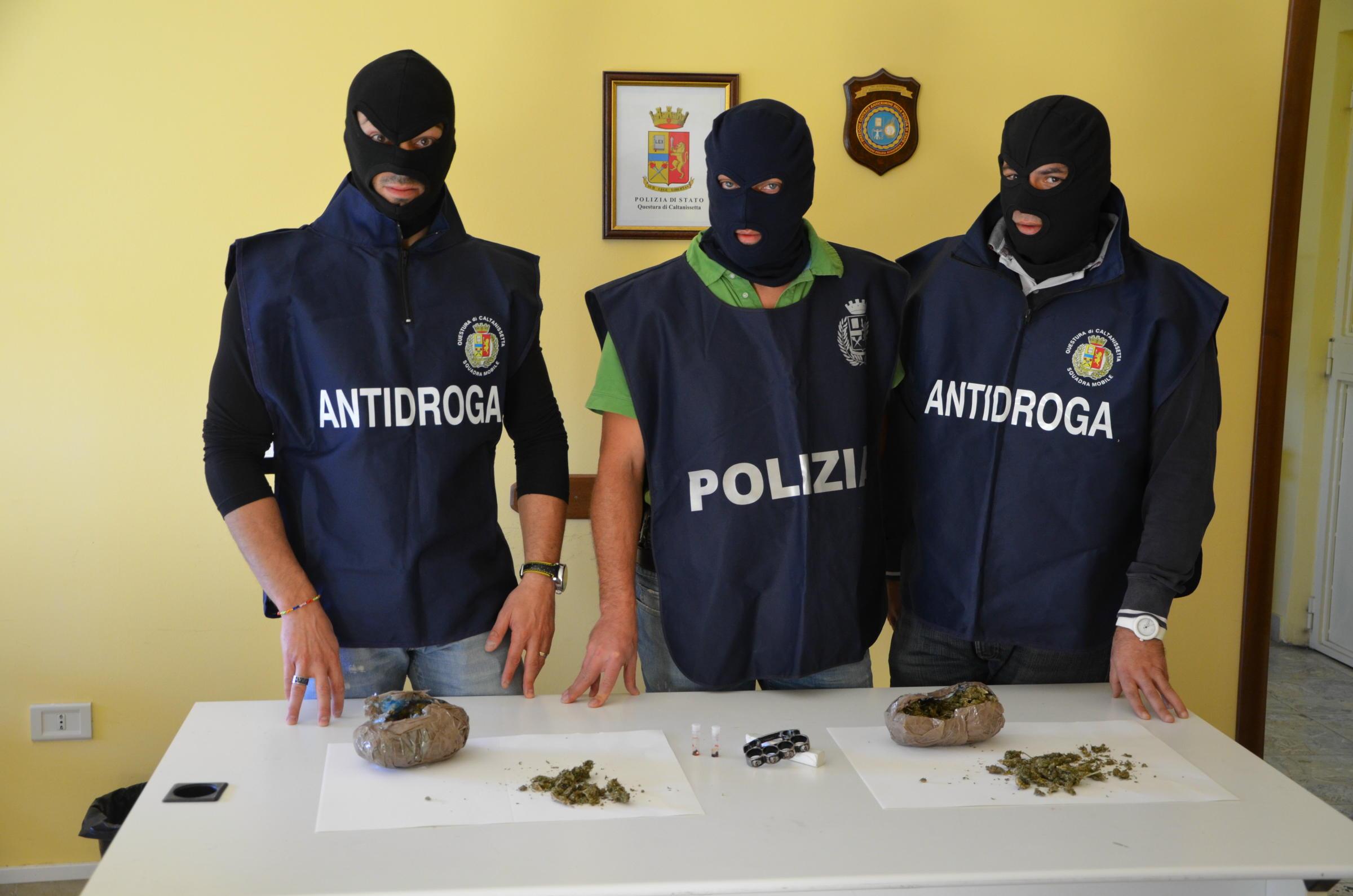 Messina, armi e droga: 19 arresti