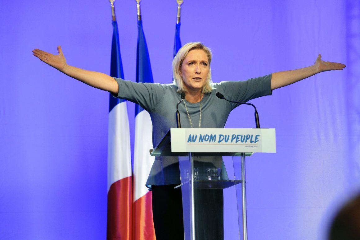 Francia, Marine Le Pen lancia la sua campagna: prima la Francia