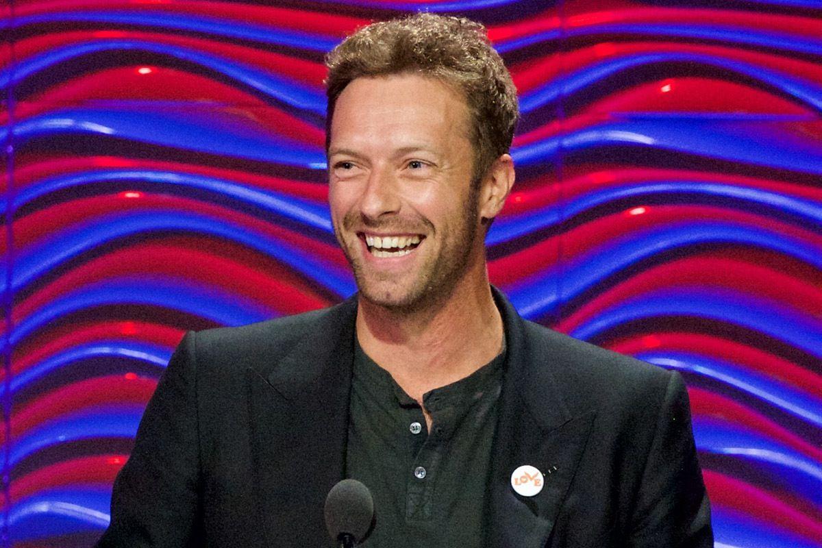 Coldplay, Chris Martin fa 40 anni e presenta la canzone