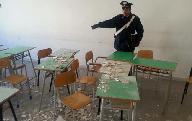 Sarno, cade l'intonaco nella scuola di Serrazzeta: chiuse due aule
