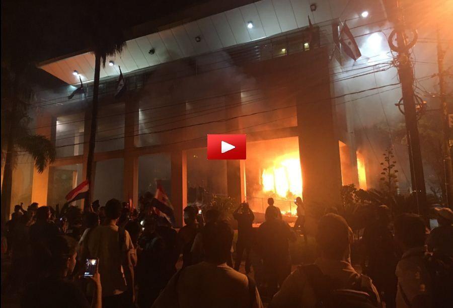 Paraguay, manifestanti entrano in Parlamento: a fuoco